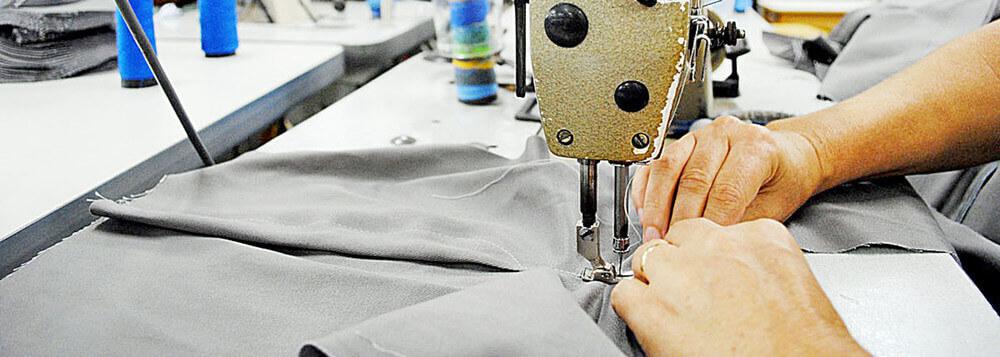 Impenhorabilidade de bens necessários ao exercício da profissão vale para pequena empresa.