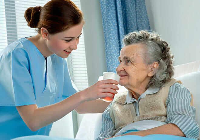 Plano de saúde é obrigado a prestar home care a idosa de 101 anos