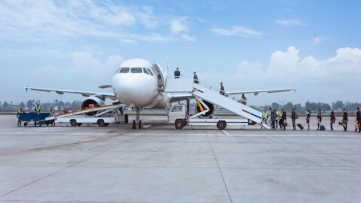 Antecipação de voo gera indenização de R$20 mil