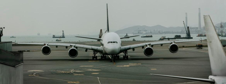 R$30 mil de indenização por dois cancelamentos de voo seguidos e mais de 48h de atraso