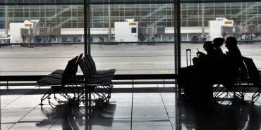 Cancelamento de voo: R$45 mil por danos morais após 13 horas sem assistência material