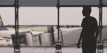 Cancelamento de voo na pandemia: R$15 mil para passageiro que dormiu no aeroporto