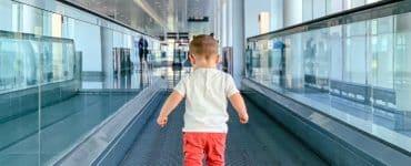 Criança autista é expulsa de voo por não conseguir usar máscara no avião